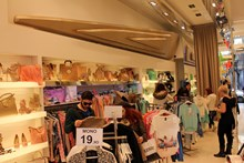Kelly's. Women's fashion and accessories