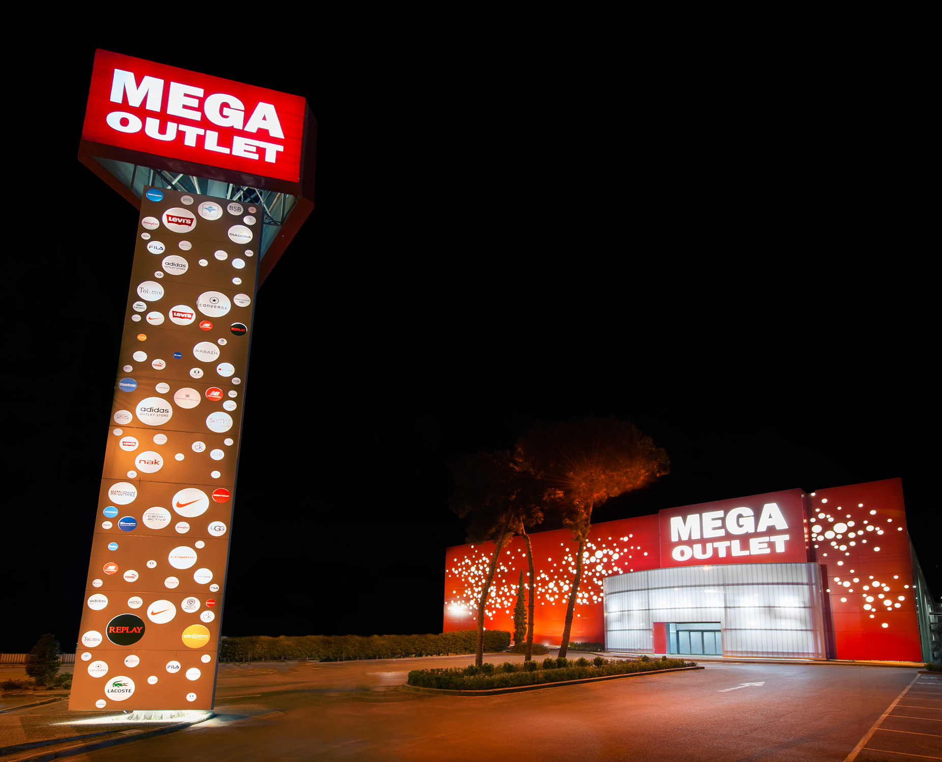 ff8fba1dcf Mega Outlet. Discount shopping center
