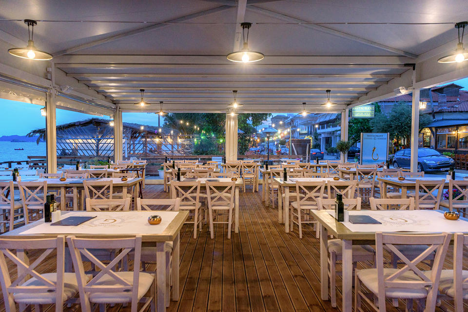 Golden Hook Restaurant. Ouranoupoli)