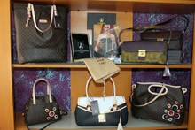 Le Monde De la Femme, Bags and accessories