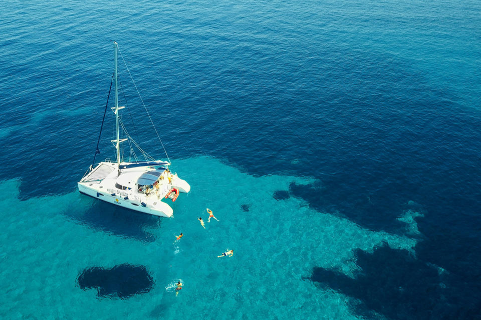 YAKO Sailing. Yachting Greece
