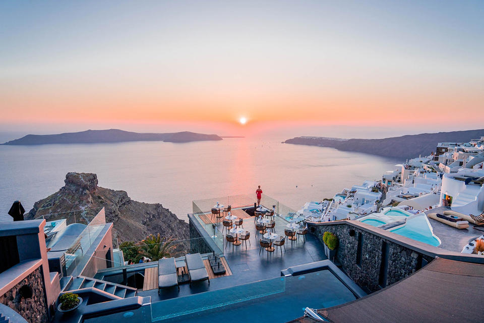 180 degree sunset view from Kivotos Santorini, Imerovigli)