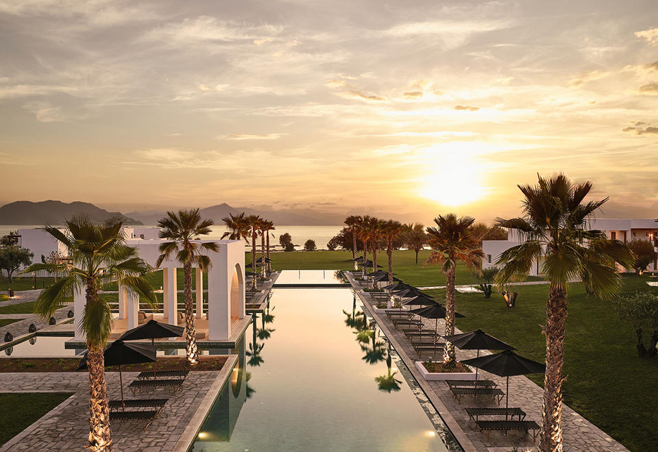 Spectacular Views Of The Sunset By The Pool)
