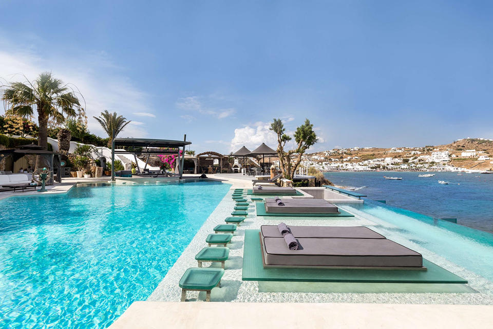 A 5-star architectural oasis, the beachfront Kivotos Mykonos )
