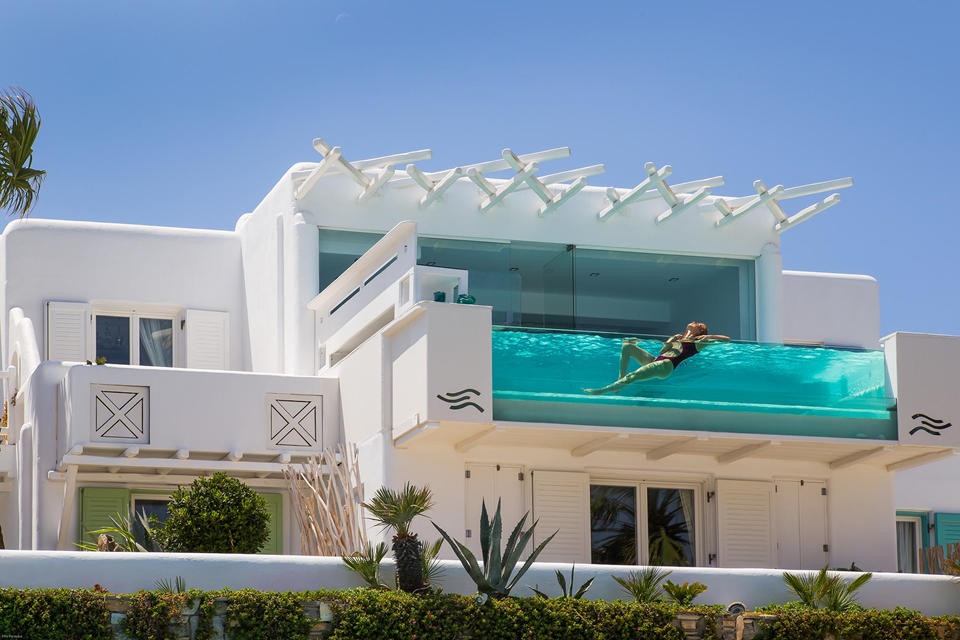 The classic Cycladic design combined with modern architecture)