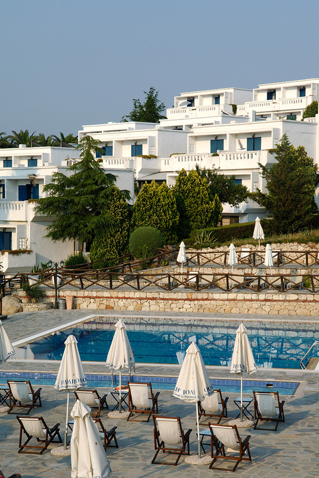 Agionissi Resort Hotel. Ammouliani)