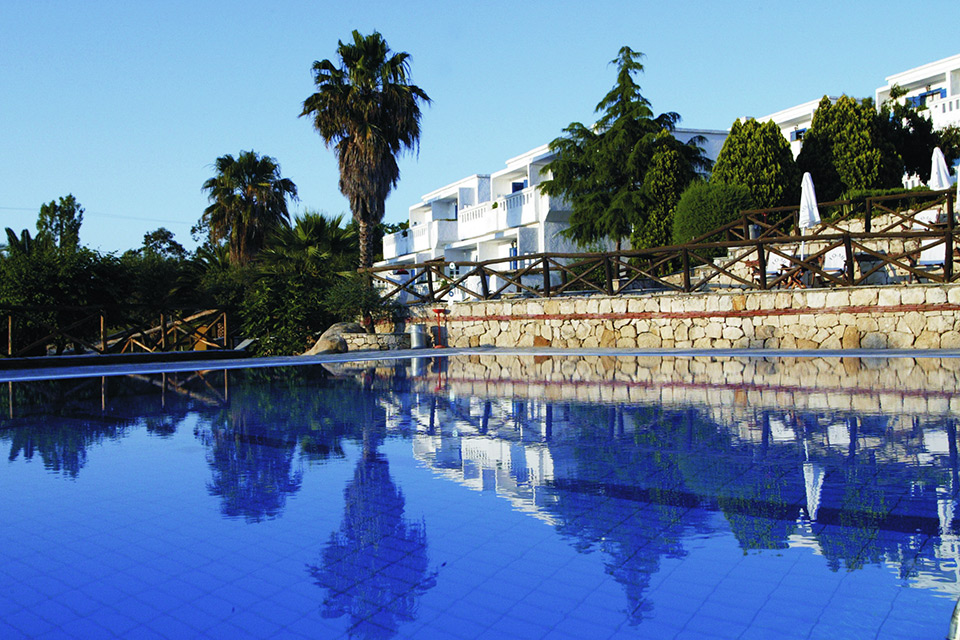 Agionissi Resort Hotel. Pool)