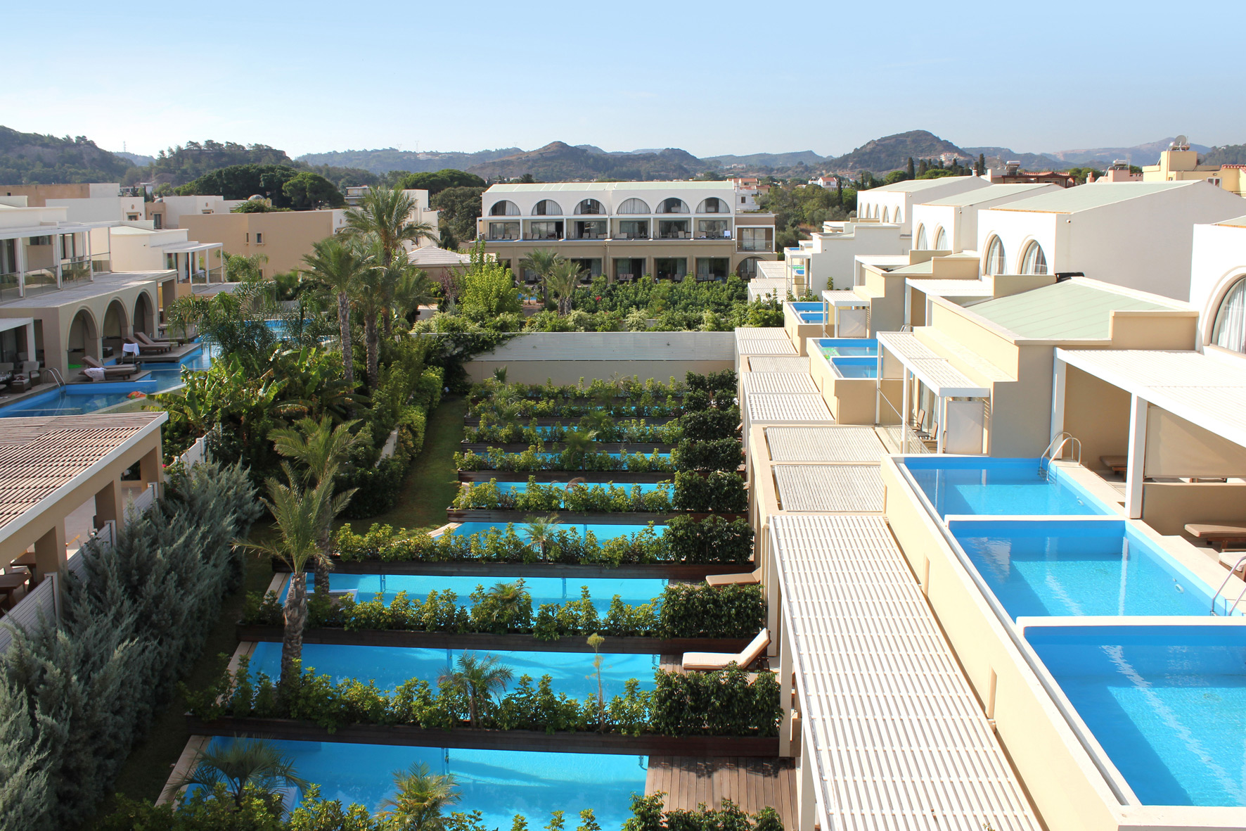 Sentido ixian grand ixia rhodes for Chambre piscine